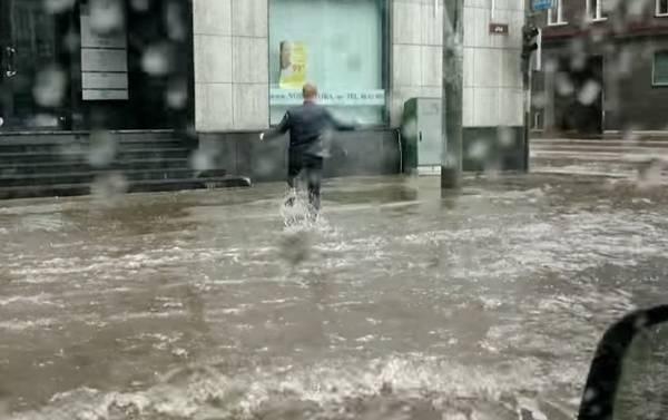 heros-sauve-chaton-innondation-tilk (1)