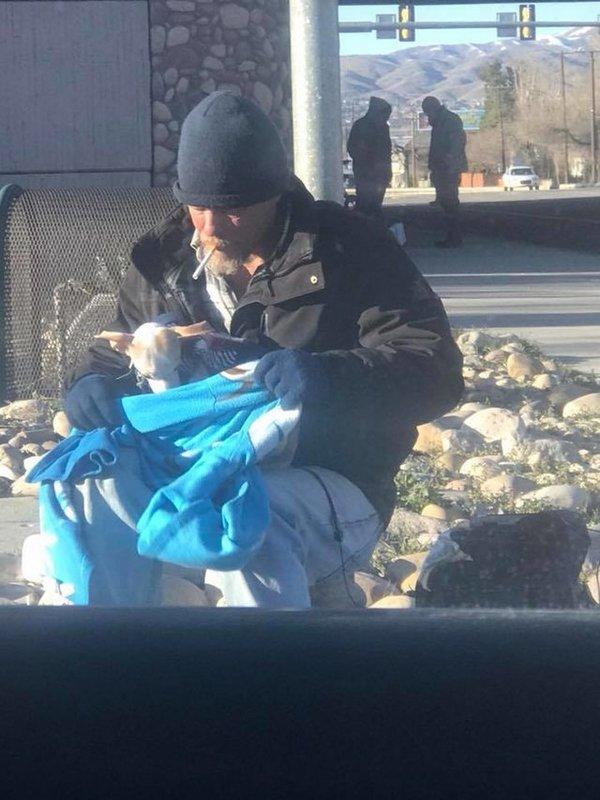 Cet homme sans abri a fait une chose touchante pour aider for Aider a la maison
